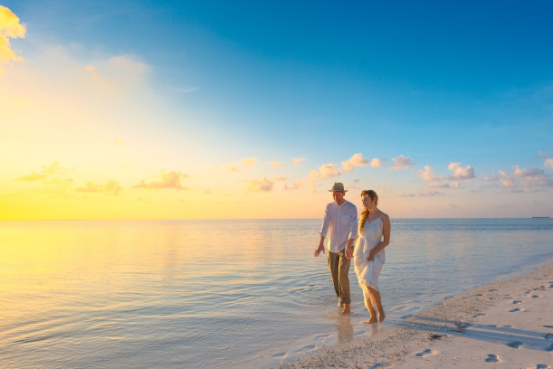 Things Couples Forget to Put on Their Honeymoon Packing List | Hill City Bride Virginia Weddings Blog Beach Destination Wedding