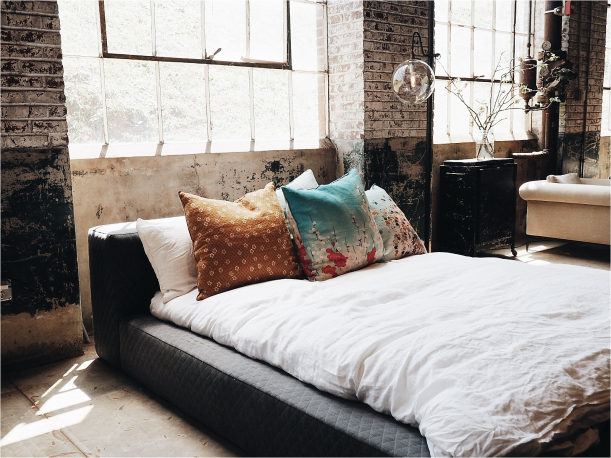 Large Master Bedroom Ideas | Romantic Bedroom Decor | Warm and Cozy Bedroom Ideas | How to Decorate a Bedroom with No Money | Hill City Bride Wedding Blog