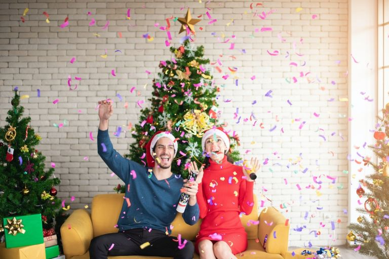 How to Split Your Time for the Holidays Couple Tree Confetti