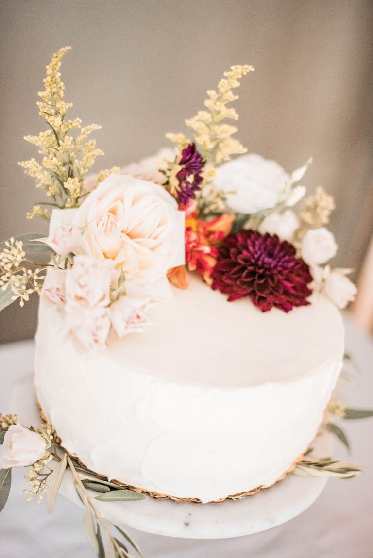 Virginia Micro Wedding Cake With Fresh Flowers
